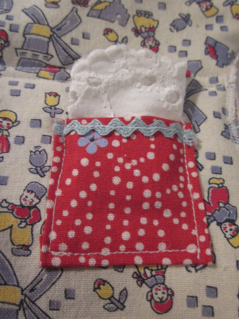 This little pocket gets its own little lace hanky!
