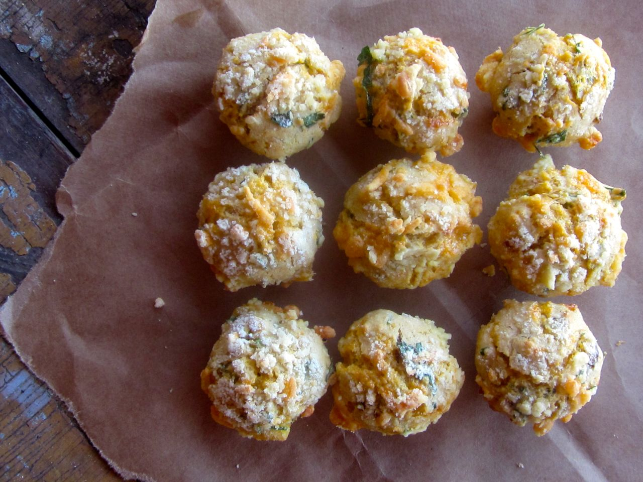 Crumble-topped Bacon & Cheddar Muffins: oh my!