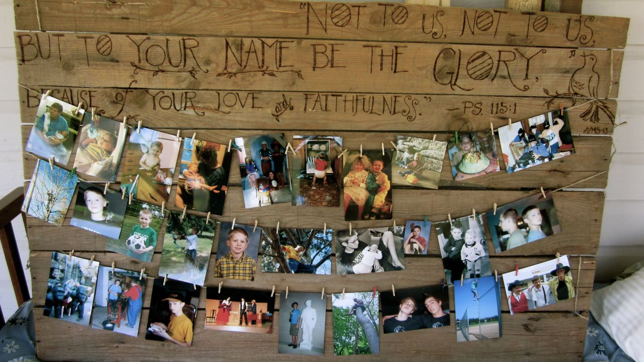 Make A Rustic Memory Board For Your Graduate
