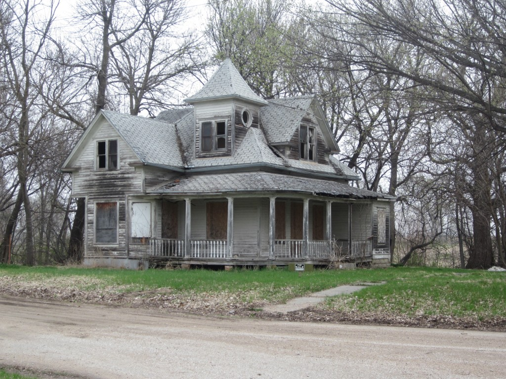 I found this old abandoned house in Bee, Nebraska.  (Not to be confused with Bea, our dog.)