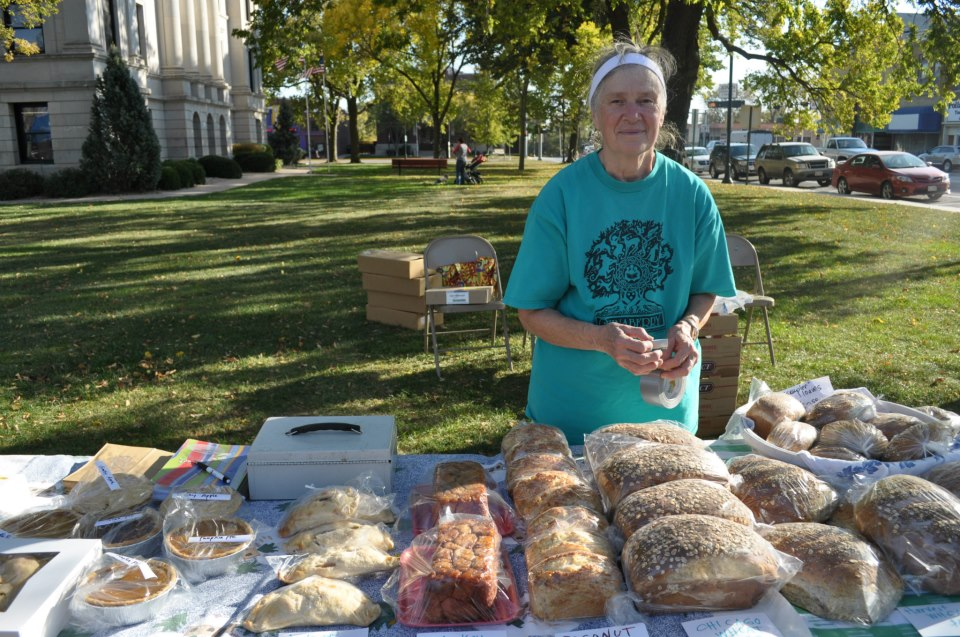 Here's my darling mom at our Farmer's Market table in Seward.  Wouldn't you buy a pie from this lady?