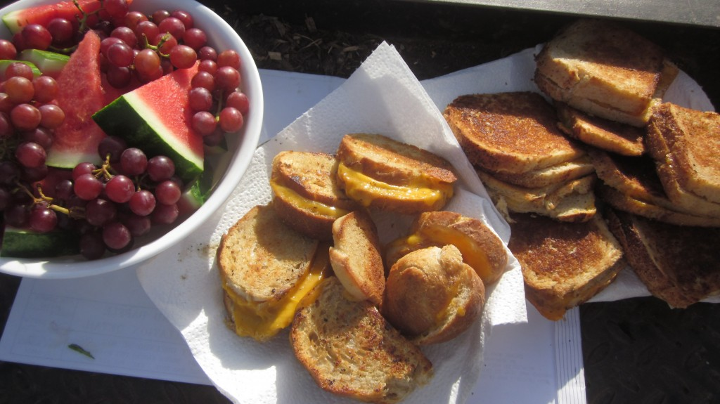 Amalia and Grandma know how to make grilled cheese sammages: with homemade bread, and big slices of Vidalia onions. And of course you don't skimp on the butter.