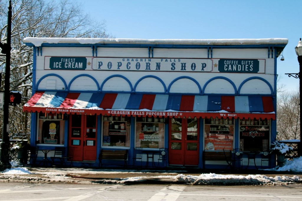 This is the popcorn and ice cream shop that C&H creator Watterson drew so often in the strip.