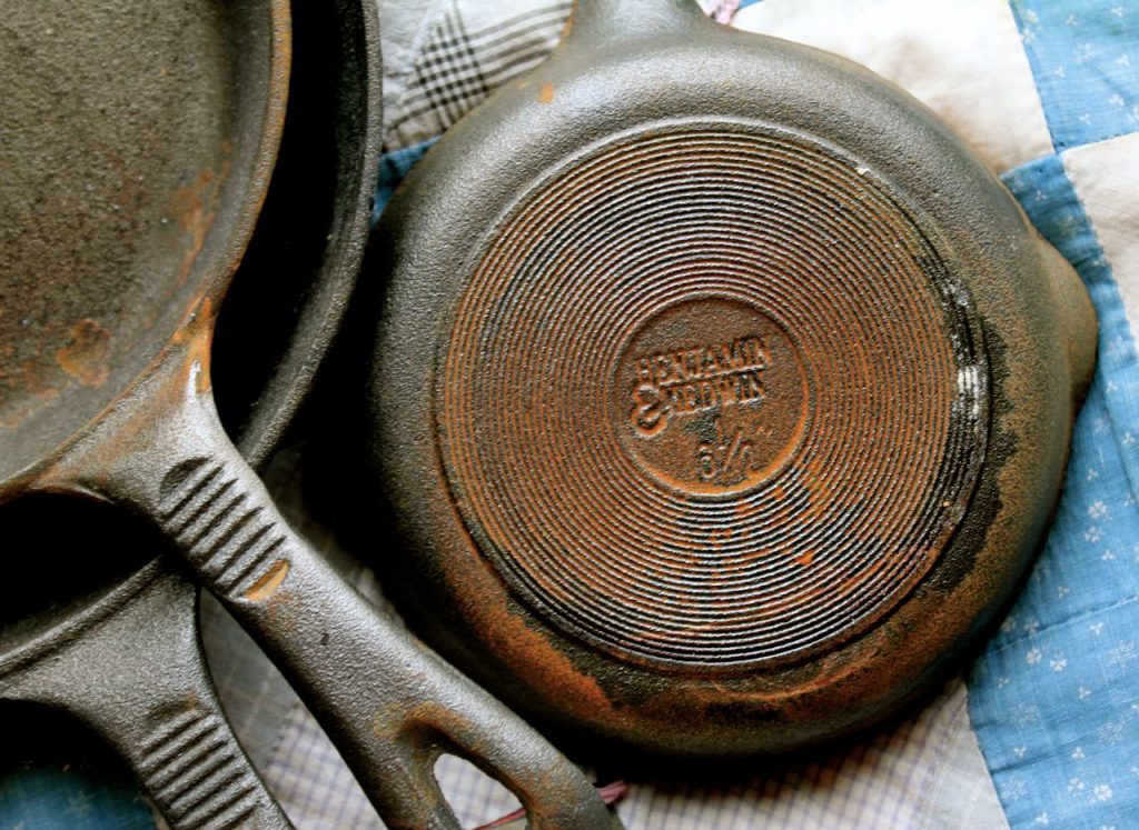 I didn't recognize this brand, Benjamin & Medwin, so I did a little digging. Most sources say that these pans are made in China, and are not vintage, but Christpher Kimball, the writer and producer of Cooks Illustrated magazine, has stated that he really likes them. And I figure if they are good enough for my friend Christopher, they are good enough for me!