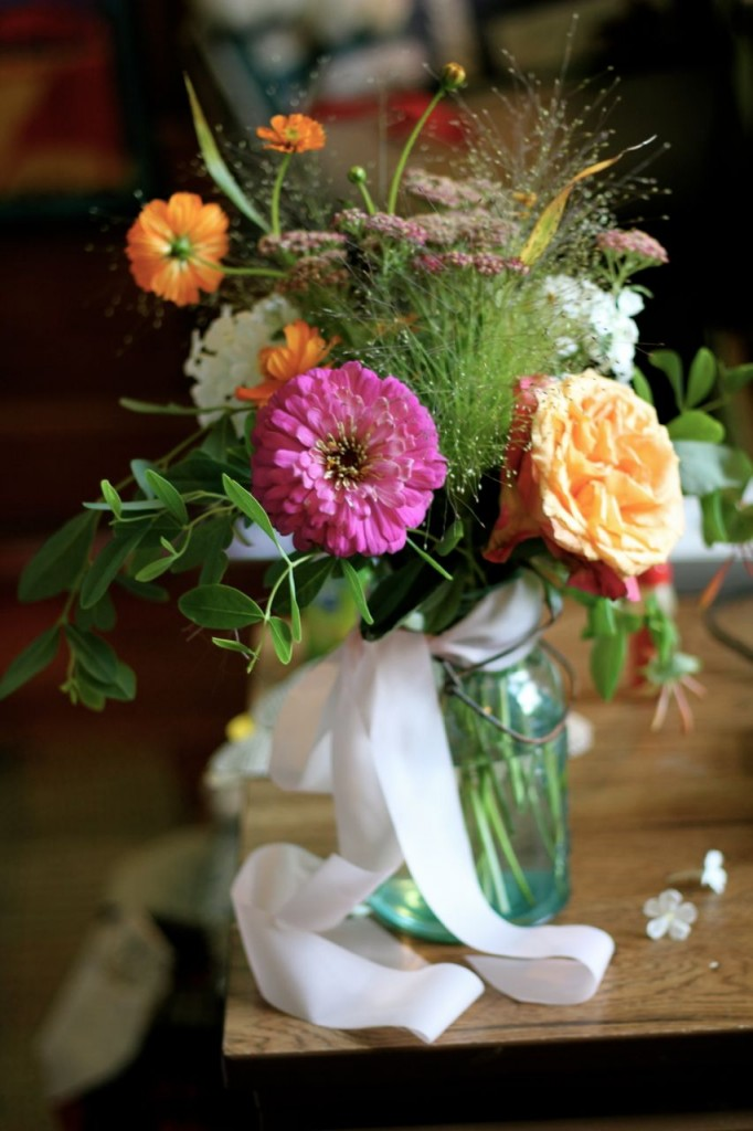 We borrowed a couple of boxes of these darling vintage canning jars for the flowers on the tables.